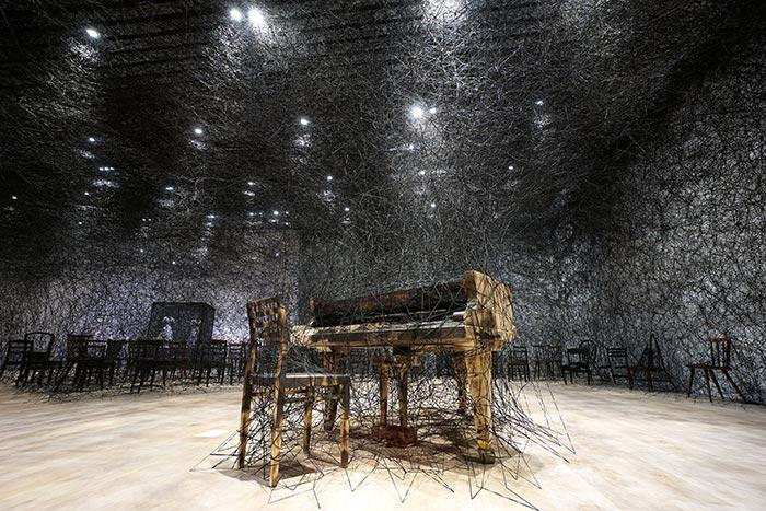 alcantara-in-silence-mori-art-museum-tokio-chiharu-shiota-thumb -