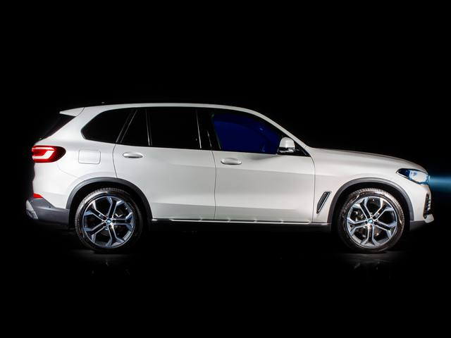 ALCANTARA AND BMW ITALIA COLLABORATE ON A LIMITED SERIES BMW X5 TIMELESS EDITION